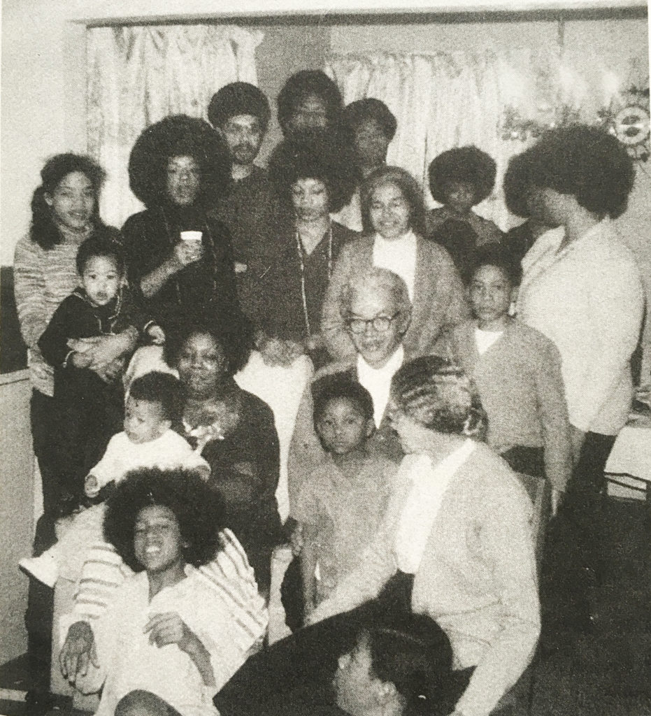 Entire-McCauley-Family-with-Rosa-Parks-at-the-house-S-Deacon-St-1972-copyright-McCauley-Family-931x1024